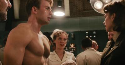 Chris Evans em cena de Capitão América, que estreia em 29.07.2011