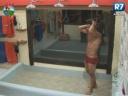 gustavo-salyer-toma-banho-pela-primeira-vez-na-sede-de-a-fazenda2012
