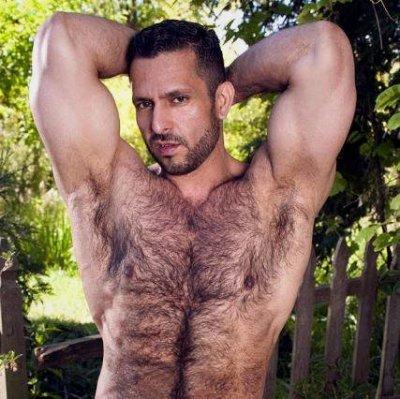 Homem muito peludo